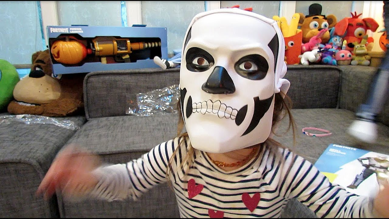 Fortnite SKULL TROOPER Child Costume UNBOXING Video Review| COSPLAY| Spirit  HALLOWEEN Costumes MASK