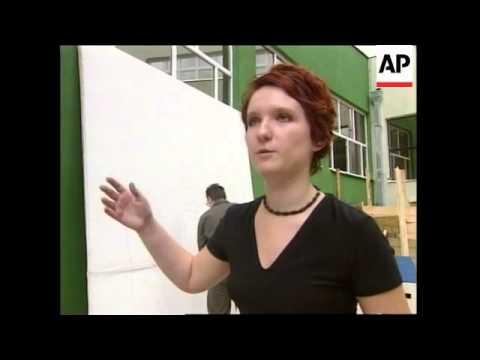 BOSNIA: SARAJEVO STUDENTS PREPARE FOR CLINTON VISIT