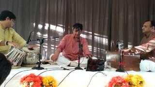 Govardhan Giridhari by Shrinivas Joshi - Prashant Pandav (Tabla), Avinash Dighe (Harmonium)