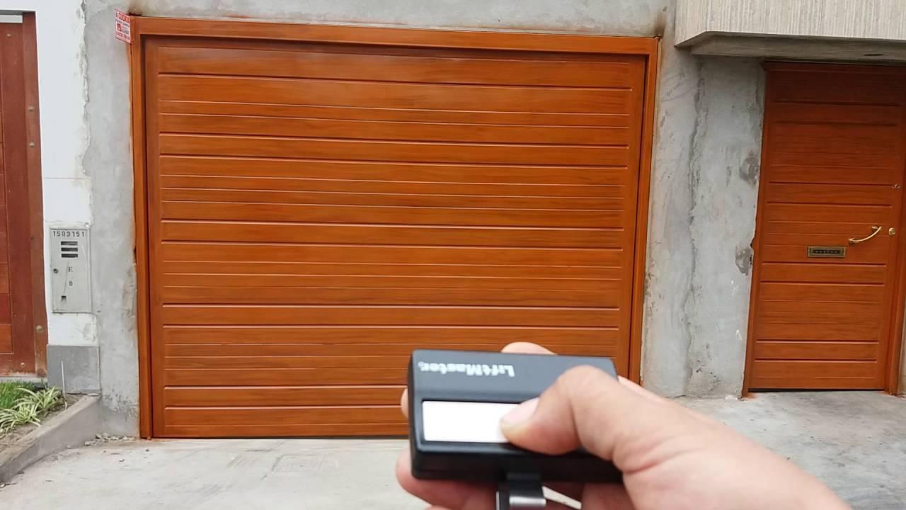 Como instalar una puerta levadiza especialista silver for Como poner una puerta corrediza