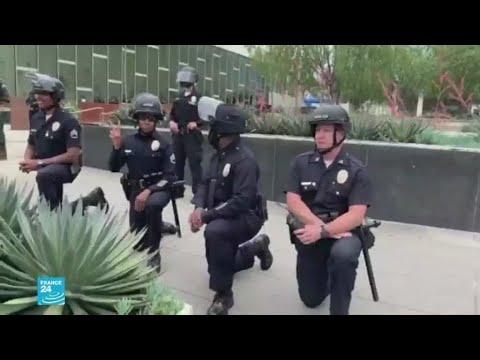 شرطيون أمريكيون -يركعون- تضامنا مع المتظاهرين ضد عنف زملائهم  - 10:00-2020 / 6 / 3