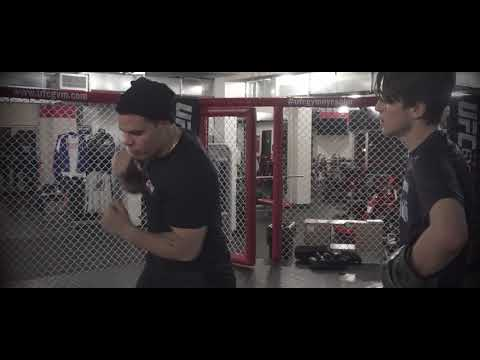 UFC GYM SOHO Demonstrating more movement/counter techniques
