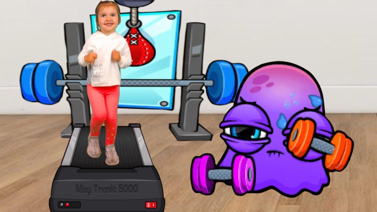 Арина попала в игру к осьминогу Moy 7 | Виртуальный питомец Мой и Арина занимаются спортом #shorts