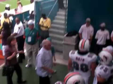 Don Shula Embraces Tony Sparano