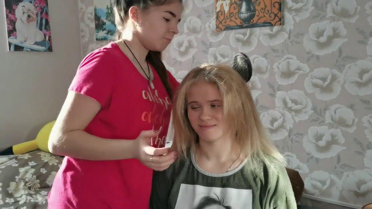 Дарина выпрямляет волосы \ Две Томочки играют в бильярд