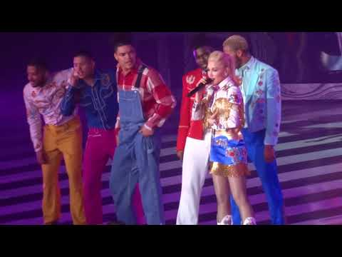 "Gwen Stefani - ""Just a Girl"" and ""The Sweet Escape"" (Live in Las Vegas 3-8-19) Mp3"