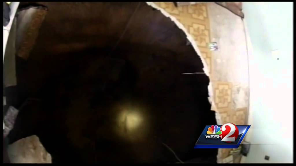 Raw video: Camera inside home shows Seffner sinkhole - YouTube