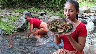 Survival Skills: Catch Eel by Hand to Cook for Lunch - Yummy cooking Eel and Eating delicious ep 09