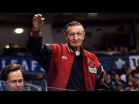 Legendary 'Canadian Hockey Dad' Walter Gretzky dies at 82 after 9-year battle with Parkinson's