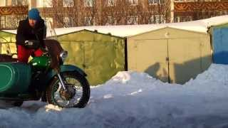 Мотоцикл урал 2WD по снегу(Мотоцикл Урал 1979 г.в. с Днепровским приводом на коляску! Резина лысая, только для езды по асфальту!, 2014-04-13T19:08:15.000Z)
