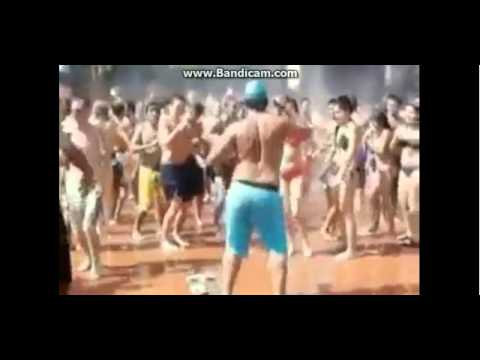 Serdar ortaç mikrop şarkısında dans eden genç :D