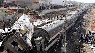 مقتل أكثر من 10 وإصابة العشرات في خروج قطار عن القضبان بالمغرب…