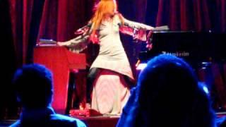 Tori Amos - Strong Black Vine Clip