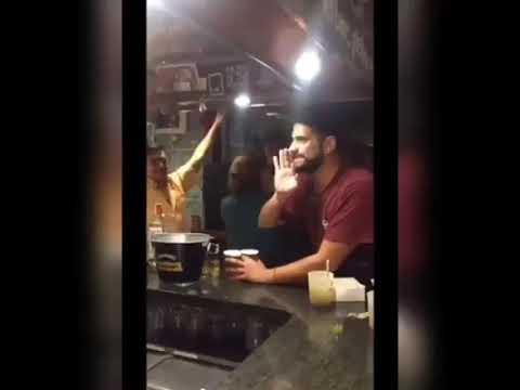 """Colau se divierte en una fiesta al grito de """"¡borracha, borracha!"""""""