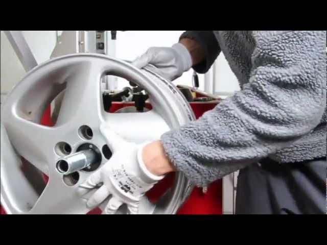 Fully automated rim straightener with lathe.flv