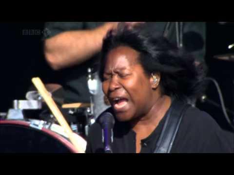 Joan Armatrading   Woman In Love Live at Glastonbury 2008 HD 720p