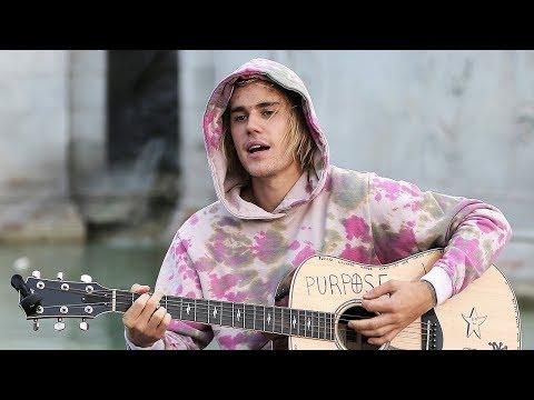 Justin Bieber SERENADES Hailey Baldwin In Front Of Buckingham Palace