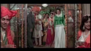 Renuka Sahane, Reema Lagoo, Anupam Kher& Madhuri Dixit in Babul Jo Tune - Hum Aapke Hain Koun
