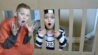 SIS VS BRO Box Fort PRISON! Escape Room