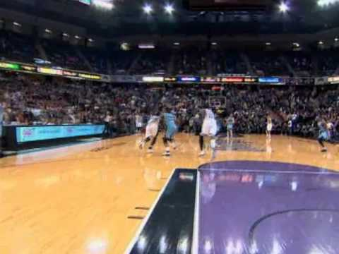 [Highlight] Tyreke Evans with a half court buzzer beater to give the Kings a 100-98 win over the Grizzlies in 2010
