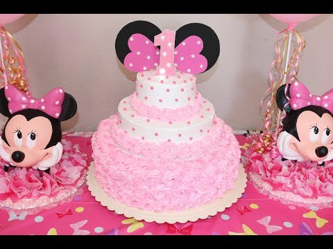 Montando decorando pastel de Minnie Mouse