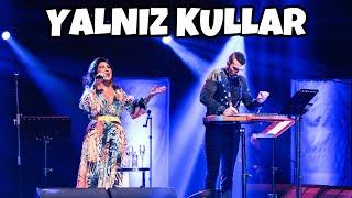 YALNIZ KULLAR (EY TANRIM) Nükhet Duru & Ahmet Baran Resimi