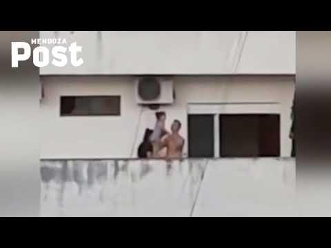 Luis Treviño - VIDEO: Padres Enseñan A Su Hija A Caminar En El Borde De Un Balcón