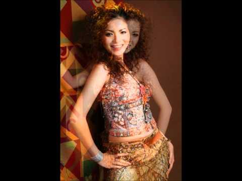 Ho Tren Nui-Hoang Anh Thu sing