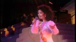 Repeat youtube video Live concert 1983 -Teresa Teng 邓丽君-夜来香-เย้ไล้เชียง
