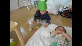 幼稚園の幼児ルーム(2歳児教室)に初参加した孫2号M1は、帰りに孫1号&3...