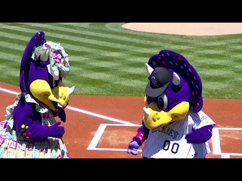LAD@COL: Dinger brings his mother to Coors Field