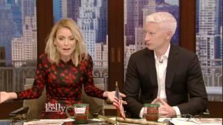 Baixar Kelly Debates Sending Christmas Cards