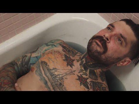Смотреть клип Capstan Ft. Saxl Rose - Blurred Around The Edges