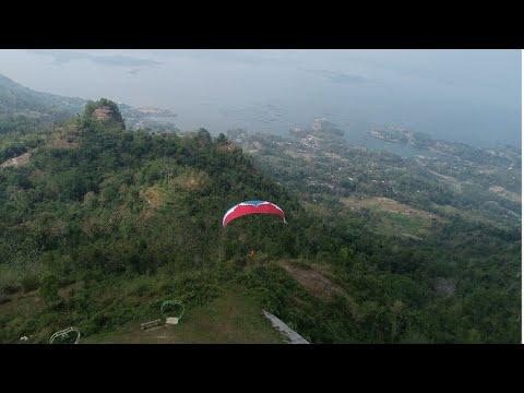 Uji Adrenalin Dengan Paralayang di Puncak Joglo, Wonogiri