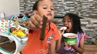 Video Oleh oleh kok Asem Banget 😝 Zara Cute Main Tebak tebakan sama Little Kenzo download MP3, 3GP, MP4, WEBM, AVI, FLV April 2018