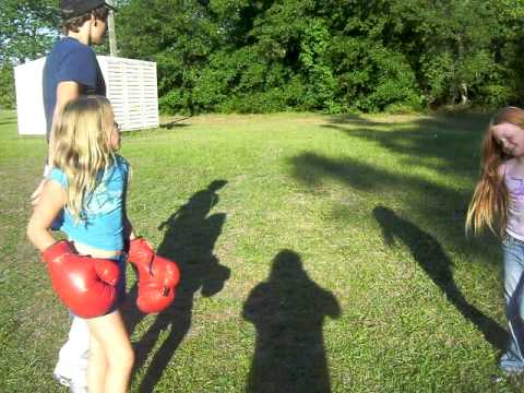 2 Two Girls Fighting Fare - 9 Years Old Girls - Boxing ...