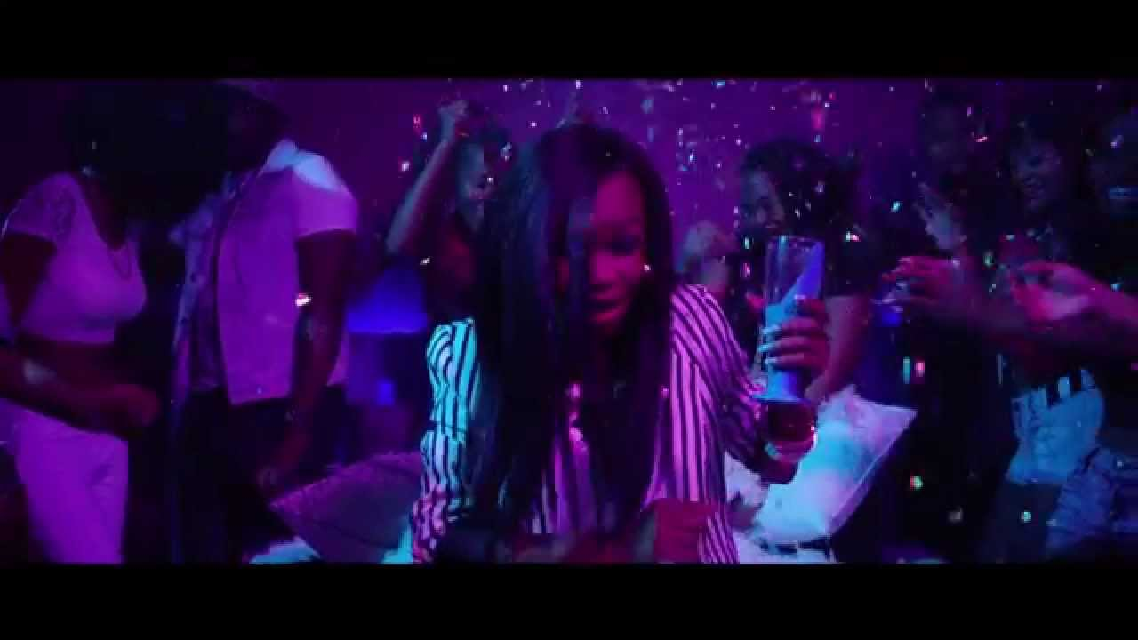 Download Fifi Cooper Feat. AB Crazy - Kisses (OFFICIAL MUSIC VIDEO)