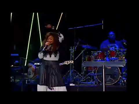 Dorinda Clark Cole singing Blessed by Fred Hammond