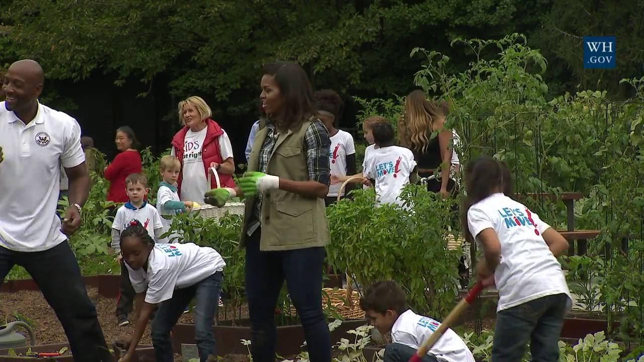 White House Kitchen Garden Fall 2016 Harvest Youtube