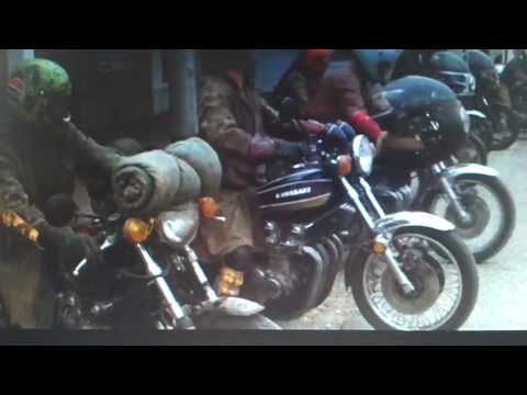 [ MAD MAX 1979 ] Interceptor - Bikers arriving in a small country...