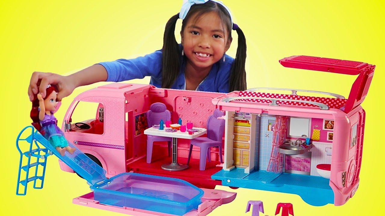 Wendy Pretend Play Jugar con Barbie Dream Camper Bus y Muñecas de Princesas Disney |  Juguetes niñas