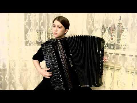 посмотрите как Алина играет ( НЕЗАБВЕННОЕ ) на аккордеоне