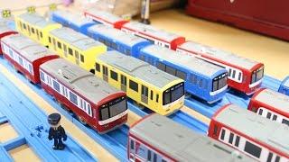 2016年6月に再販されたサウンド京急2100形です。 そして、京急の赤、黄...