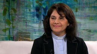 Annahita flydde från Iran till Sveirge och blev präst - Malou Efter tio (TV4)