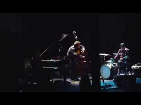 En Corps (Eve Risser/Benjamin Duboc/Edward Perraud) en concert à Charleroi le 11 mai 2013
