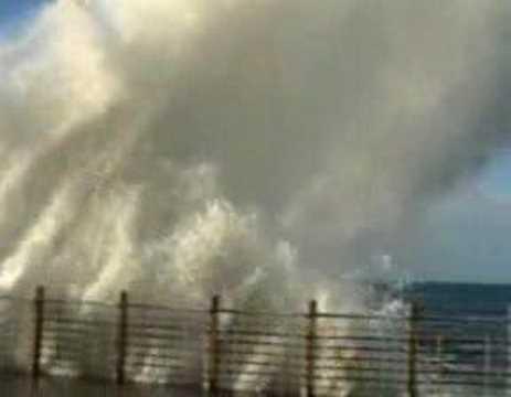 Big wave. Olas en el paseo nuevo . San Sebastian.8-12-06