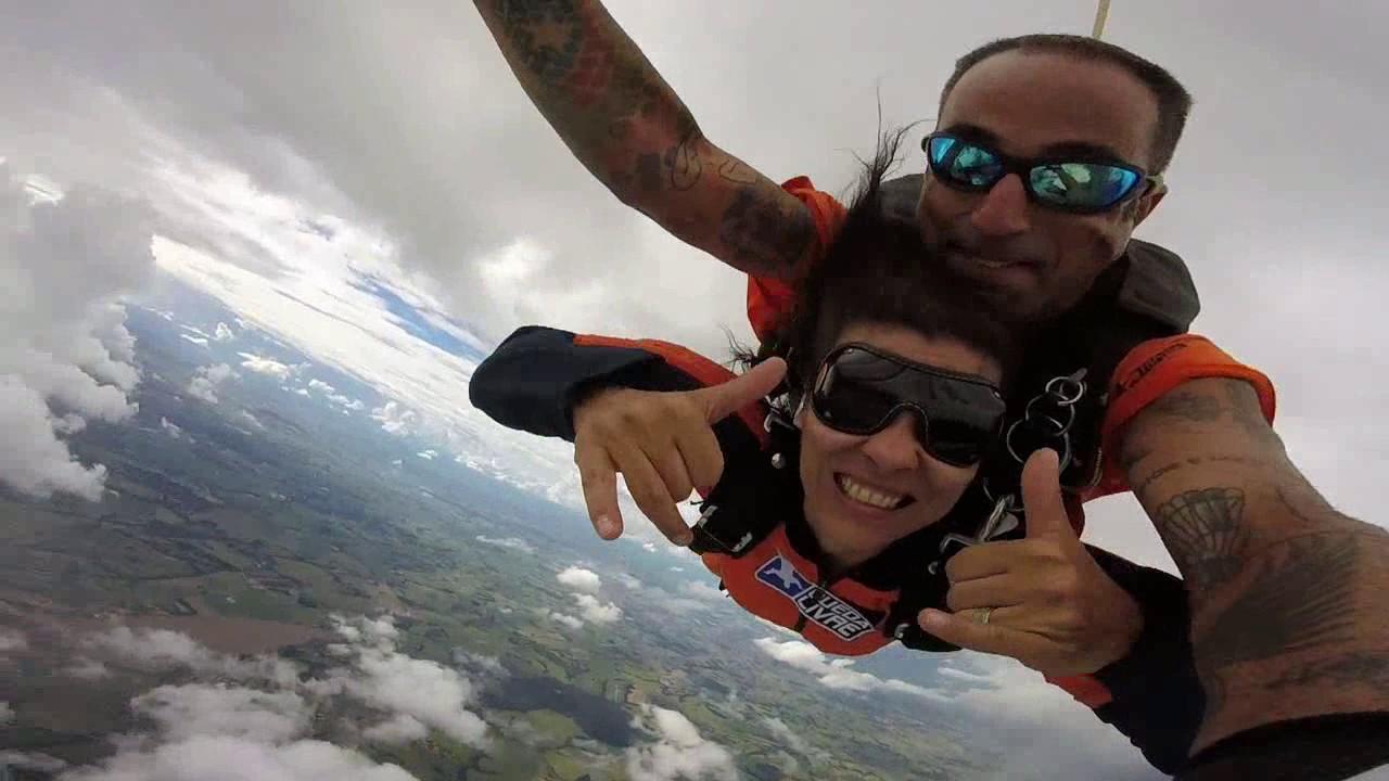 Salto de Paraquedas da Andre  H na Queda Livre Paraquedismo 07 01 2017