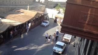 Шок на передаче жди меня в Азербайджане видео номер 3(Передача жди меня в Азербайджане на видео заметна как женщины обнимающие друг друга 1 минуту назад идут..., 2012-08-10T18:23:29.000Z)