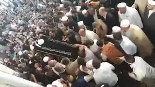 إمتلاء المسجد بالمحبين لأداء صلاة الجنازة على شيخنا العزيز فتحي أحمد صافي رحمه الله تعالى