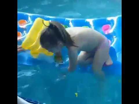заглянем картинки барвины чуть не утонула в бассейне достичь новых